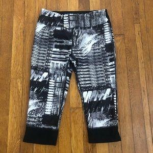 Pants - Black/White Cropped Leggings